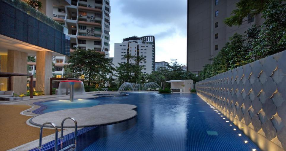 Ritz Carlton Swimming Pool