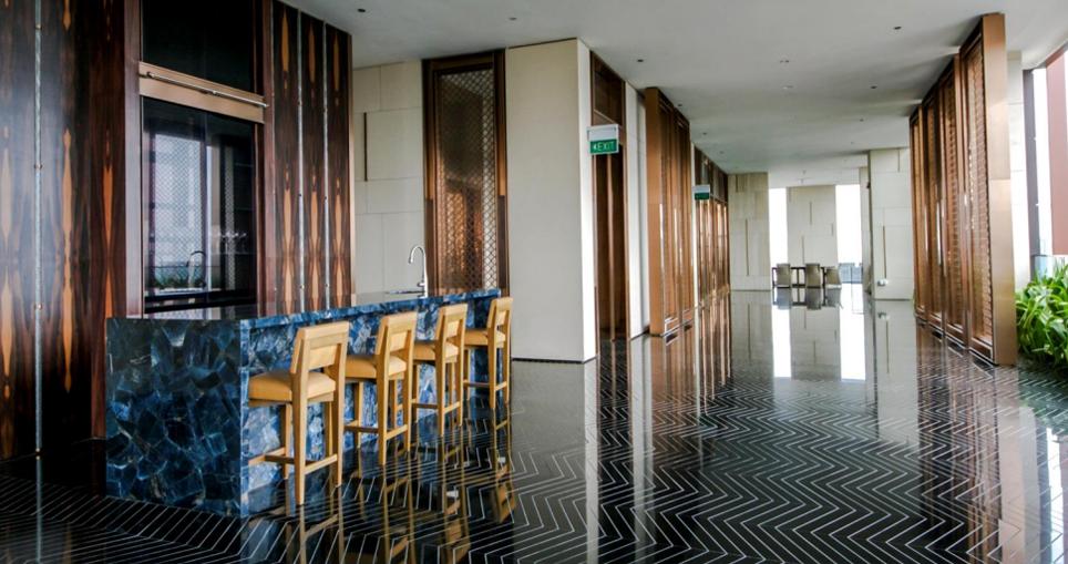 Ritz Carlton Sky Bar
